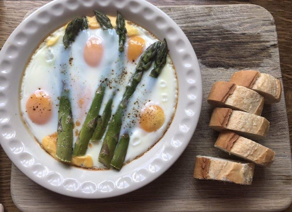 Asparagus and Baked Eggs