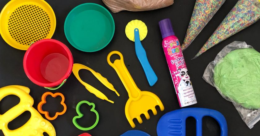 AD – Review // Little Learners Messy Play Pack